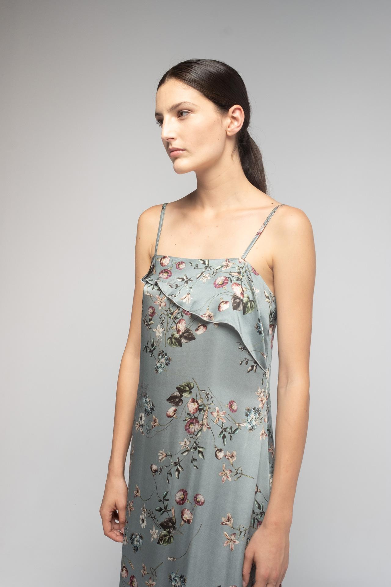 camisón de flores azul