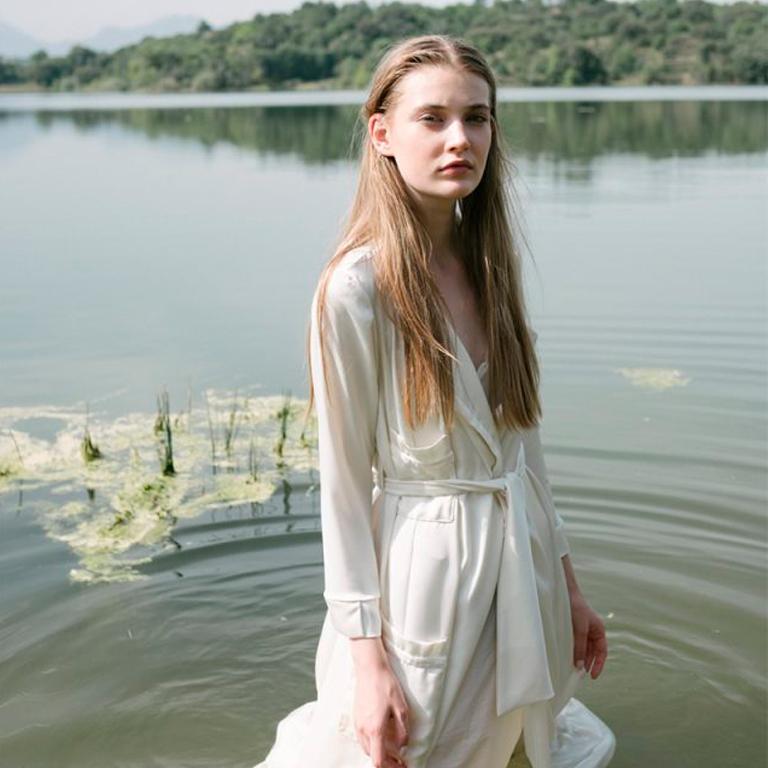 Bata de raso Emilia